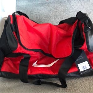 NWT LARGE DUFFLE BAG. RED AND BLACK.